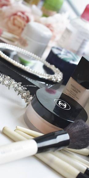 Kurz makeupu a účesů