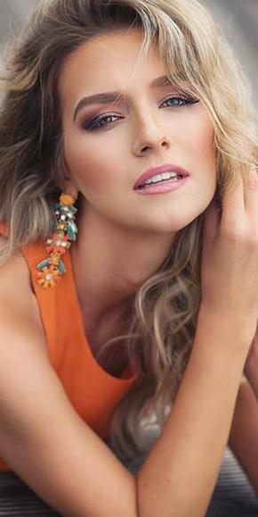 Makeup a účes pro speciální příležitost